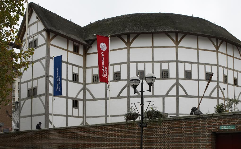 a history of the globe theater in london The globe theatre was rebuilt primarily for the fall of the previous theater upon completion of the newer, revised theater, the globe actually turned out not to be.