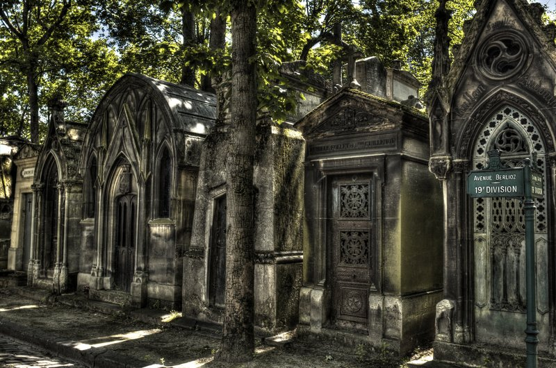 Halloween haunts p re lachaise cemetery in paris - Chaise montmartre ...