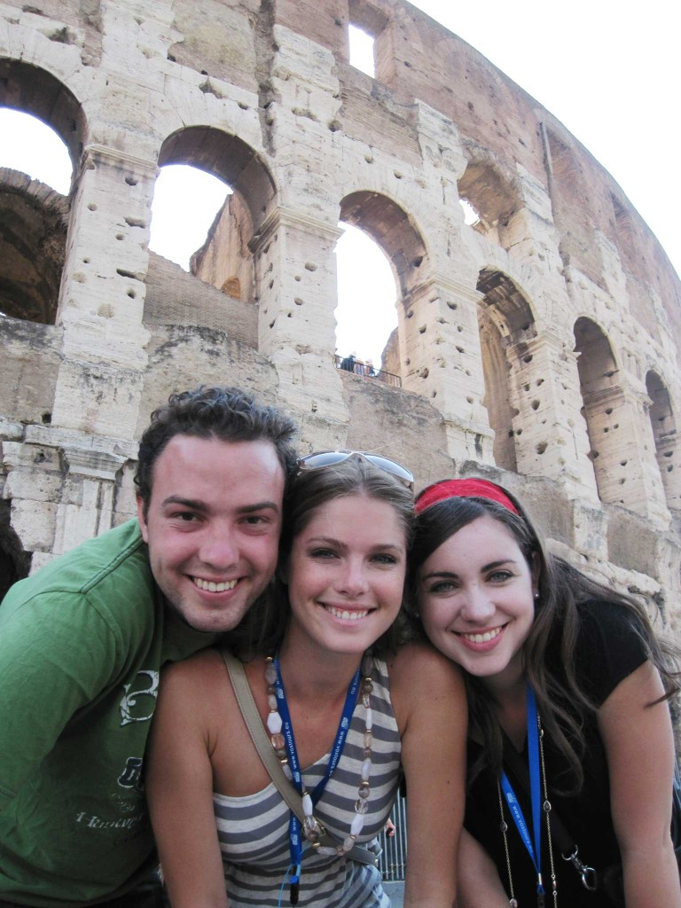 2-girls-1-guy-colossem