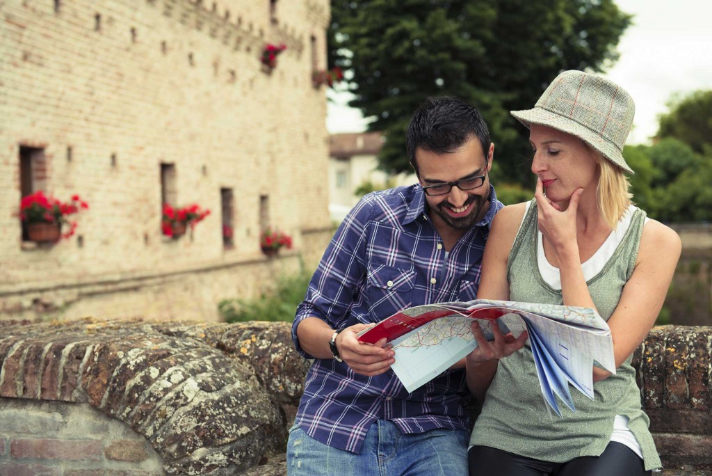 couple-looking-at-map